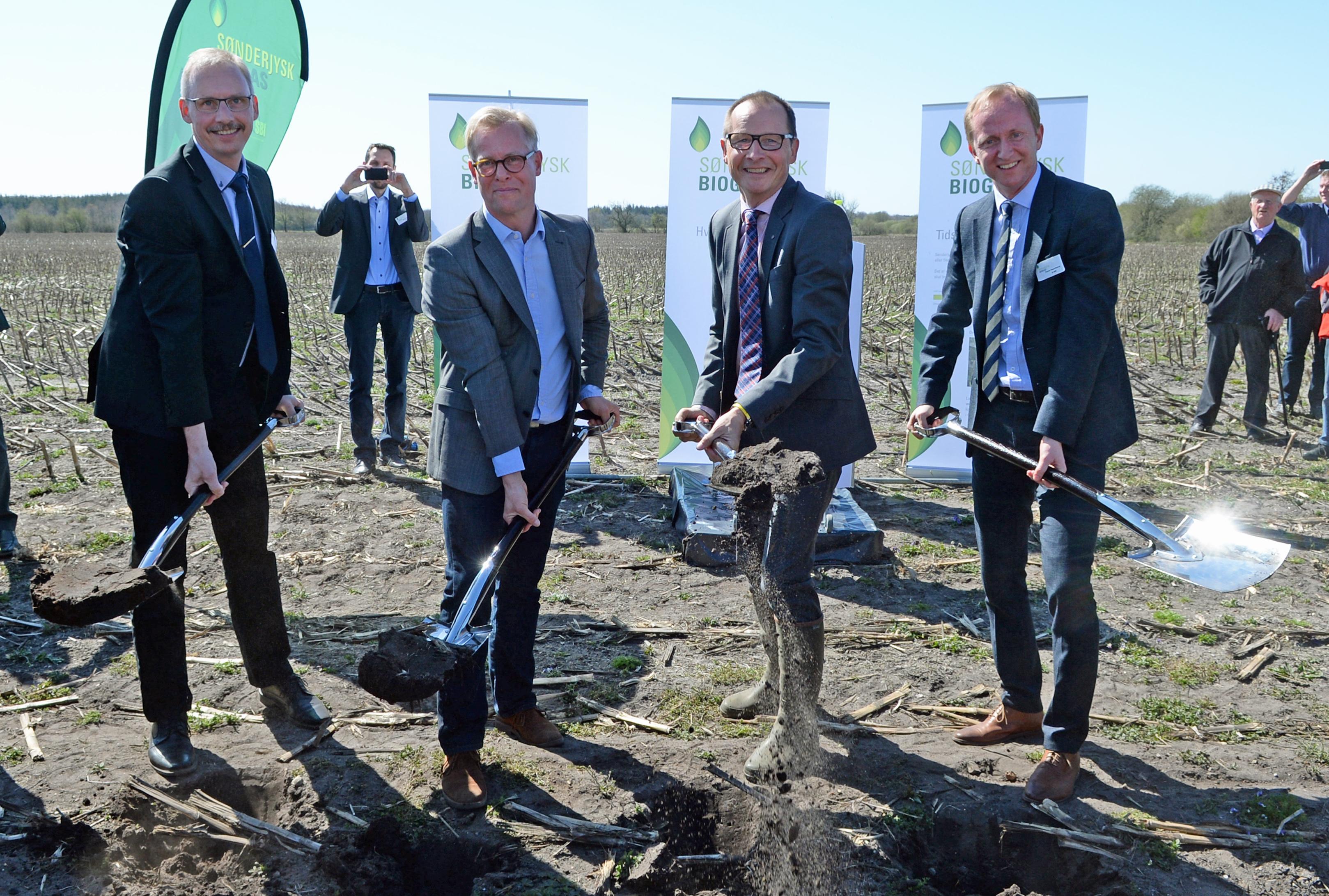 Biogas skaber lokale jobs og gavner miljøet – første spadestik 22. april 2015 – Sønderjyskbiogas